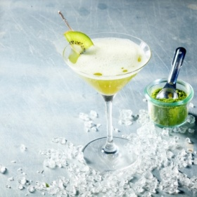 Cocktail with kiwifruit and sparkling wi...