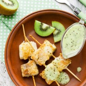 咸点配方 箭鱼串配绿色猕猴桃酱